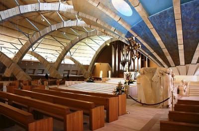 20111022005947-6.-nave-central-de-la-basilica-nueva.jpg