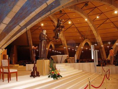 20111022010215-3.-estatua-padre-pio-en-nueva-basilica.jpg